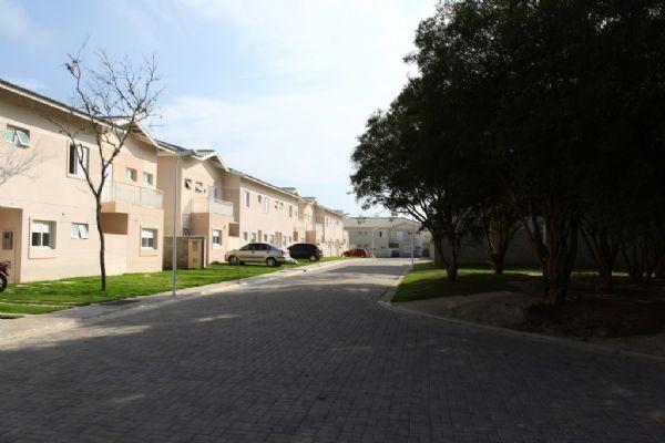 Jacarei.Com - Sobrado com corredor no condomínioVert Ville no Prolongamento Santa Maria em Jacareí, 3 Dormitório sendo 1 Suíte.